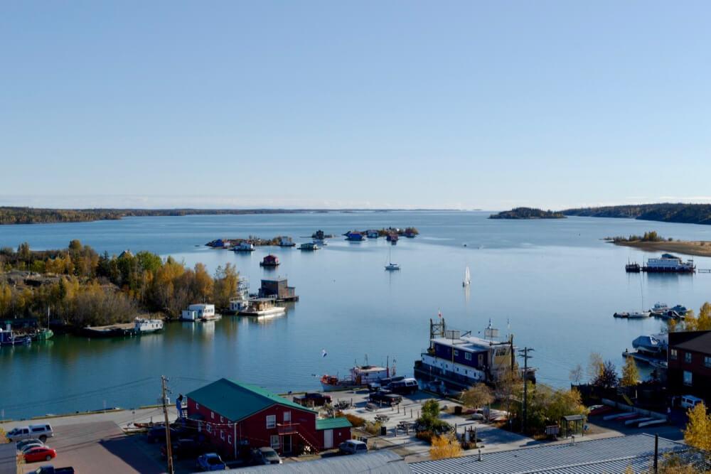 Hausboote vor Yellowknife