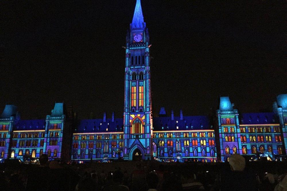 Lichtshow am Parlamentsgebäude in Ottawa