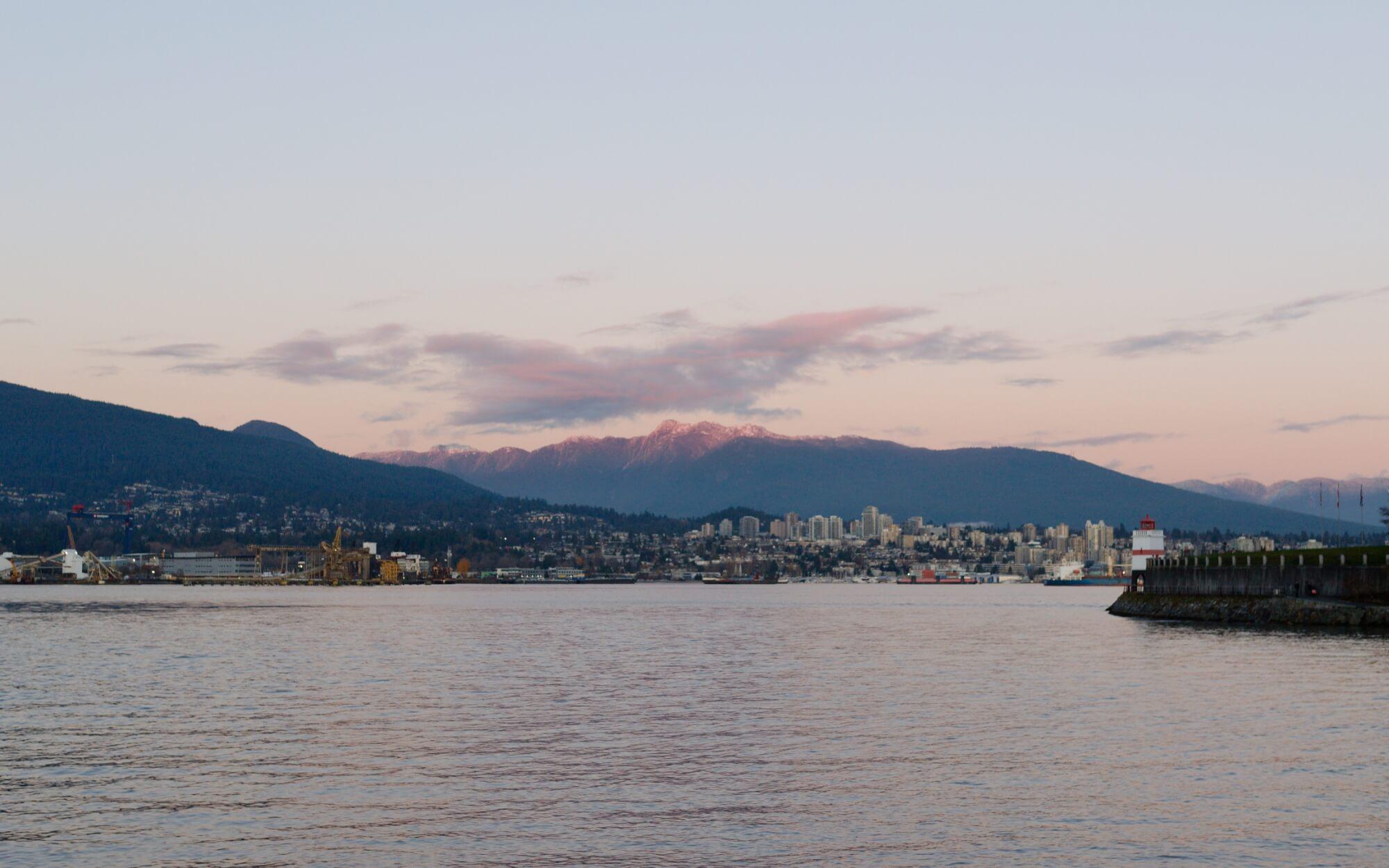 Nordvancouver und dahinterliegende Berge