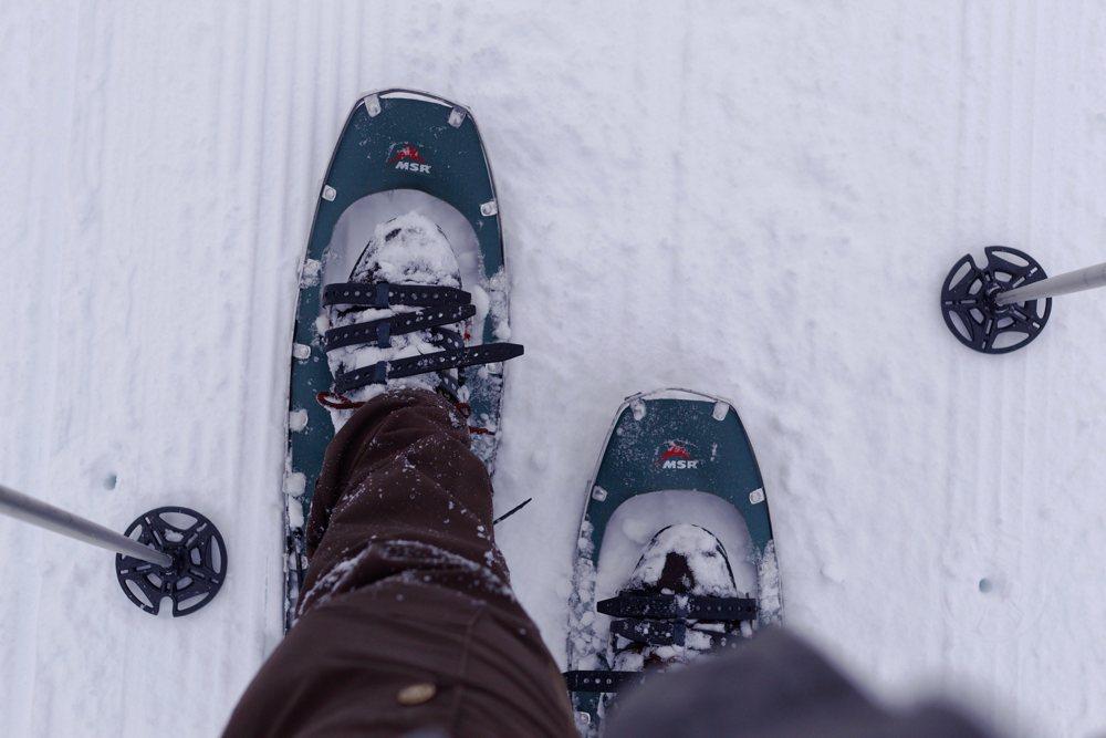 Schneeschuhe: Wenn der Schnee nicht sehr hart ist, sinkt man auch damit etwas ein.