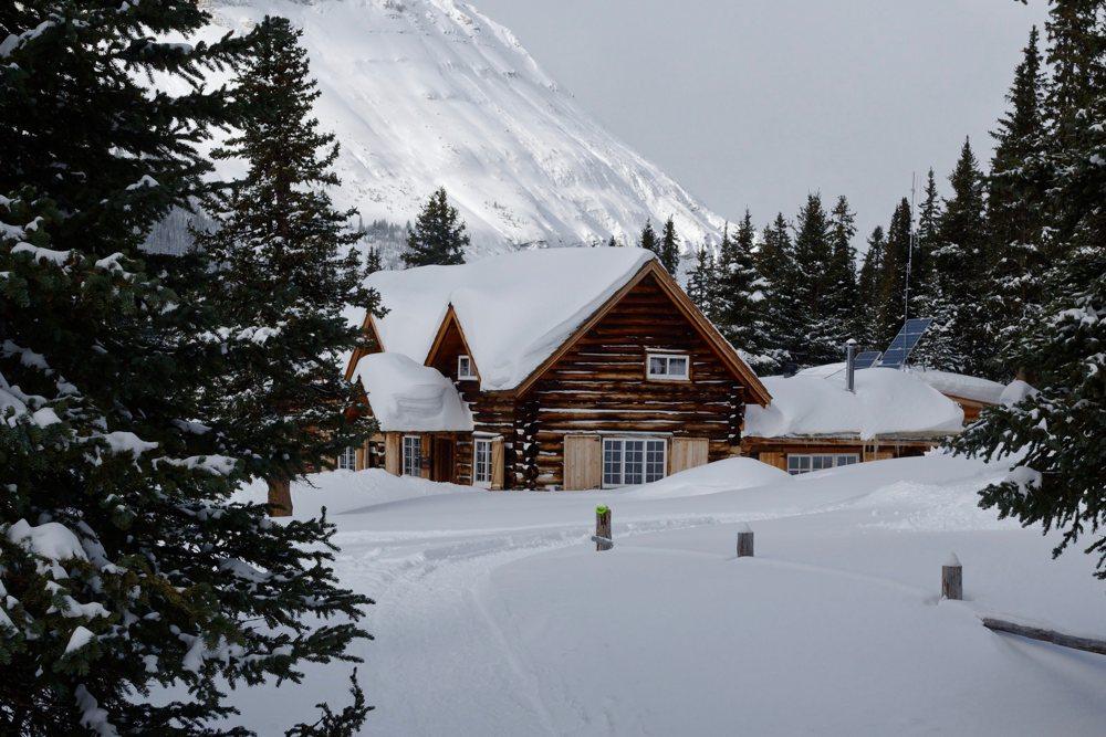 Die Skoki-Lodge ist im Winter nur mit dem Schneemobil, Schneeschuhen oder Skiern erreichbar.
