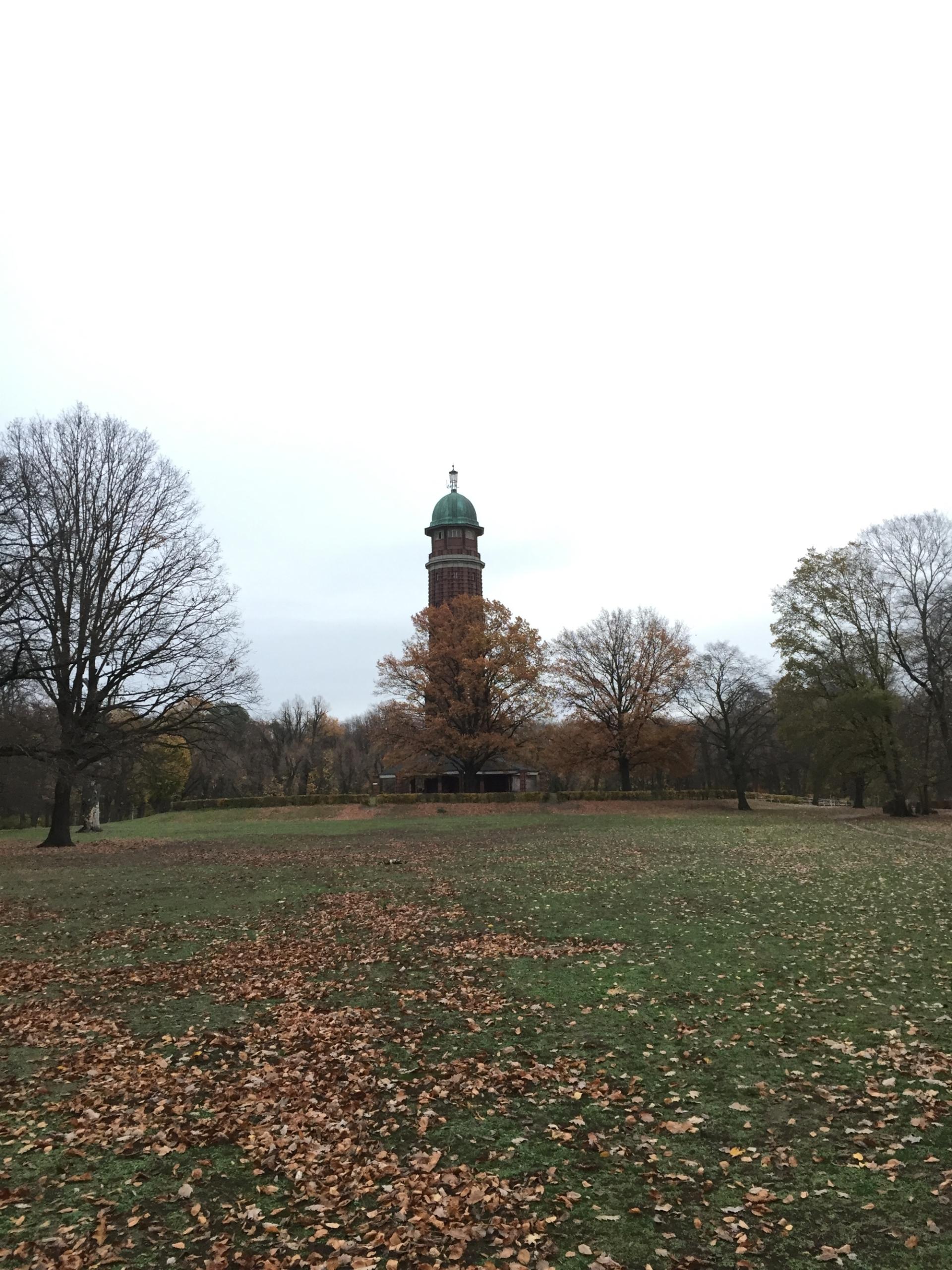 Ein Turm im Jungfernheidepark in Berlin, aufgenommen mit dem iPhone 6.