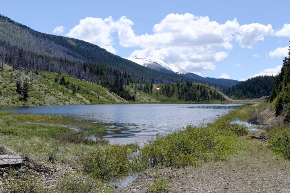 Der Wigmore Lake im Cascade Valley auf 1981 Metern